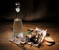 Tres vidrios para la vodka con el capelín y el pan secados Imagen de archivo