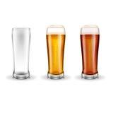 Tres vidrios transparentes de cerveza dorada Fotografía de archivo