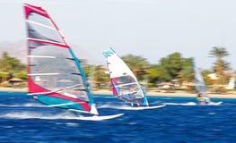 Tres windsurfers en el movimiento Fotos de archivo