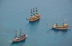 Tres yates del vintage en el mar Mediterráneo, Alanya, Turquía Imágenes de archivo libres de regalías