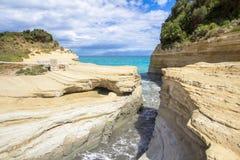 Tresca del ` del canale D a Sidari, Corfù, Grecia immagini stock