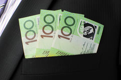 Trescientas notas del dólar en bolsillo del traje de negocios Fotos de archivo