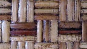 Tresse en bambou d'une chaise antique clips vidéos