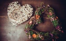 Tressez dans une forme de coeur faite à partir de l'herbe Photos libres de droits