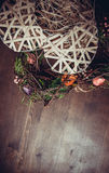 Tressez dans une forme de coeur faite à partir de l'herbe Image libre de droits