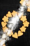 Tressez des biscuits sablés faits maison et du sucre en poudre Photo stock