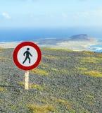 Tresspassing die wegens gevaarlijke klippen wordt verboden Stock Afbeeldingen