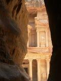 Tresury byggnad i Petra Jordan Royaltyfria Foton