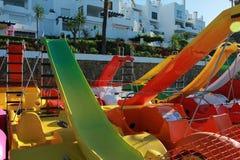 Tretboot für Kindergeschäft am Strand Lizenzfreies Stockbild