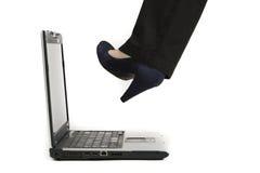 Treten des Laptops Stockbild