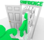 Treten durch die Vertrauens-Tür Stockfoto