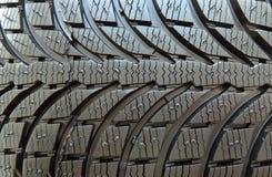 Treten Sie mit Flecken des studless Reifens mit symmetrischem Reifenprofilmakroschuß in Verbindung Lizenzfreies Stockfoto