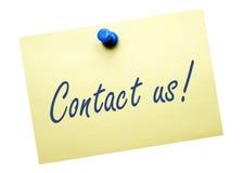 Treten Sie mit uns auf gelbem Briefpapier in Verbindung Lizenzfreies Stockfoto