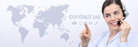 Treten Sie mit uns, Kundendienst-Betreiberfrau mit dem Kopfhörerlächeln in Verbindung Lizenzfreies Stockfoto
