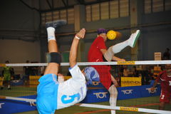 Treten Sie und Block im Tritt-Volleyball, sepak takraw Stockbilder