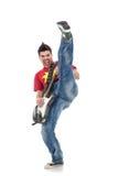 Tretender Gitarrist bei der Ausführung lizenzfreie stockfotografie