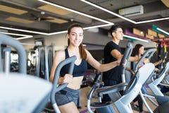 Tretm?hlen-Trainings sind extrem leistungsf?hig lizenzfreie stockfotografie