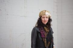 Trettio-något gammal kvinna för år i aktuellt mode royaltyfria foton