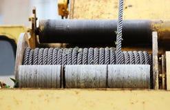 treuil puissant sur les grues de construction spéciales d'équipement photo stock
