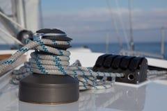 Treuil sur le bateau à voiles Photographie stock libre de droits
