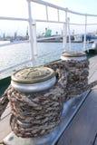 Treuils enveloppés avec la corde Photos stock