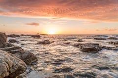 Trevellas-porth Sonnenuntergang, der in Richtung trevaunance Buchten in Cornwall England Großbritannien blickt Lizenzfreie Stockfotos