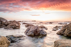 Trevellas-porth Sonnenuntergang, der in Richtung trevaunance Buchten in Cornwall England Großbritannien blickt Stockfotos