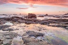 Trevellas-porth Sonnenuntergang, der in Richtung trevaunance Buchten in Cornwall England Großbritannien blickt Stockbilder