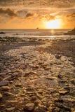 Trevellas-porth Sonnenuntergang, der in Richtung trevaunance Buchten in Cornwall England Großbritannien blickt Stockbild