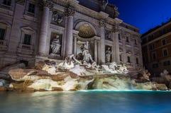Trevi喷泉在夜之前,罗马,意大利 库存照片
