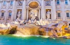 Trevi喷泉晚上视图在罗马,意大利 库存照片