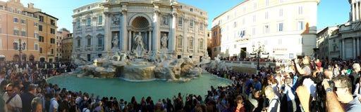 Trevi喷泉,水,反射,车,艺术 库存图片