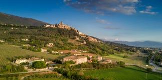 Trevi,翁布里亚,意大利:空中照片 免版税库存图片