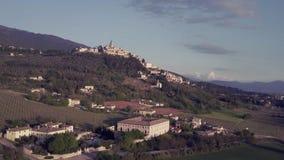 Trevi, Úmbria, Itália: vista aérea video estoque