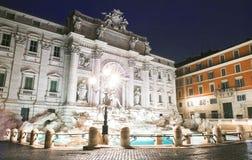 Trevi-Brunnen bis zum Nacht, Rom, Italien Stockbild
