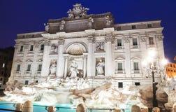 Trevi-Brunnen bis zum Nacht, Rom, Italien Stockbilder