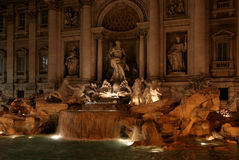 Trevi-Brunnen, nachts - Rom, Italien Stockfoto