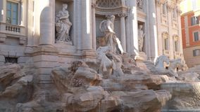 Trevi-Brunnen in Rom stock video