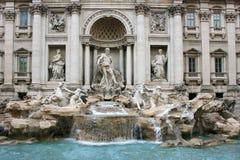 Trevi Fontein met Standbeeldgroep in Rome Stock Afbeelding