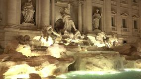 Trevi Fountain in Rome - beautiful night view. Videoclip stock video