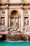 Trevi-springbrunn - berömd landmark i Rome arkivbild