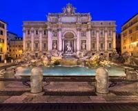 Trevi-springbrunn och Piazza di Trevi i morgonen, Rome, Italien Royaltyfri Fotografi