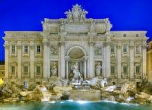 Trevi-springbrunnen specificerar i Rome Italien royaltyfria foton