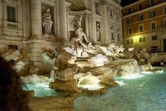 Trevi-springbrunnitalienare: Fontana di Trevi är en springbrunn i Trevi-området i Rome, Italien Royaltyfria Bilder