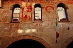 Treviso detalj av historisk byggnad, i staden andas luften av historia, dig omges ofta av hundraårsdagbyggnader royaltyfria bilder