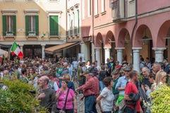 TREVISO, ITALIA - 13 DE MAYO: asamblea nacional de las tropas alpinas de los veteranos italianos imagen de archivo