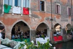 TREVISO ITALIEN - MAJ 13: nationalförsamling av de alpina soldaterna för italienska veteran royaltyfri fotografi