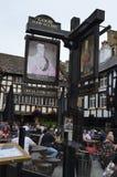 Trevlig bar i Manchester arkivbild