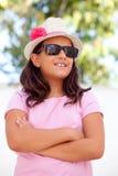 Trevlig barnflicka tio som är årig med en hatt Royaltyfri Fotografi