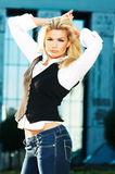 trevlig blond flicka royaltyfria foton